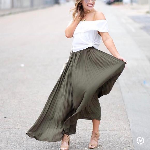 Dresses & Skirts - Olive green pleated maxi skirt